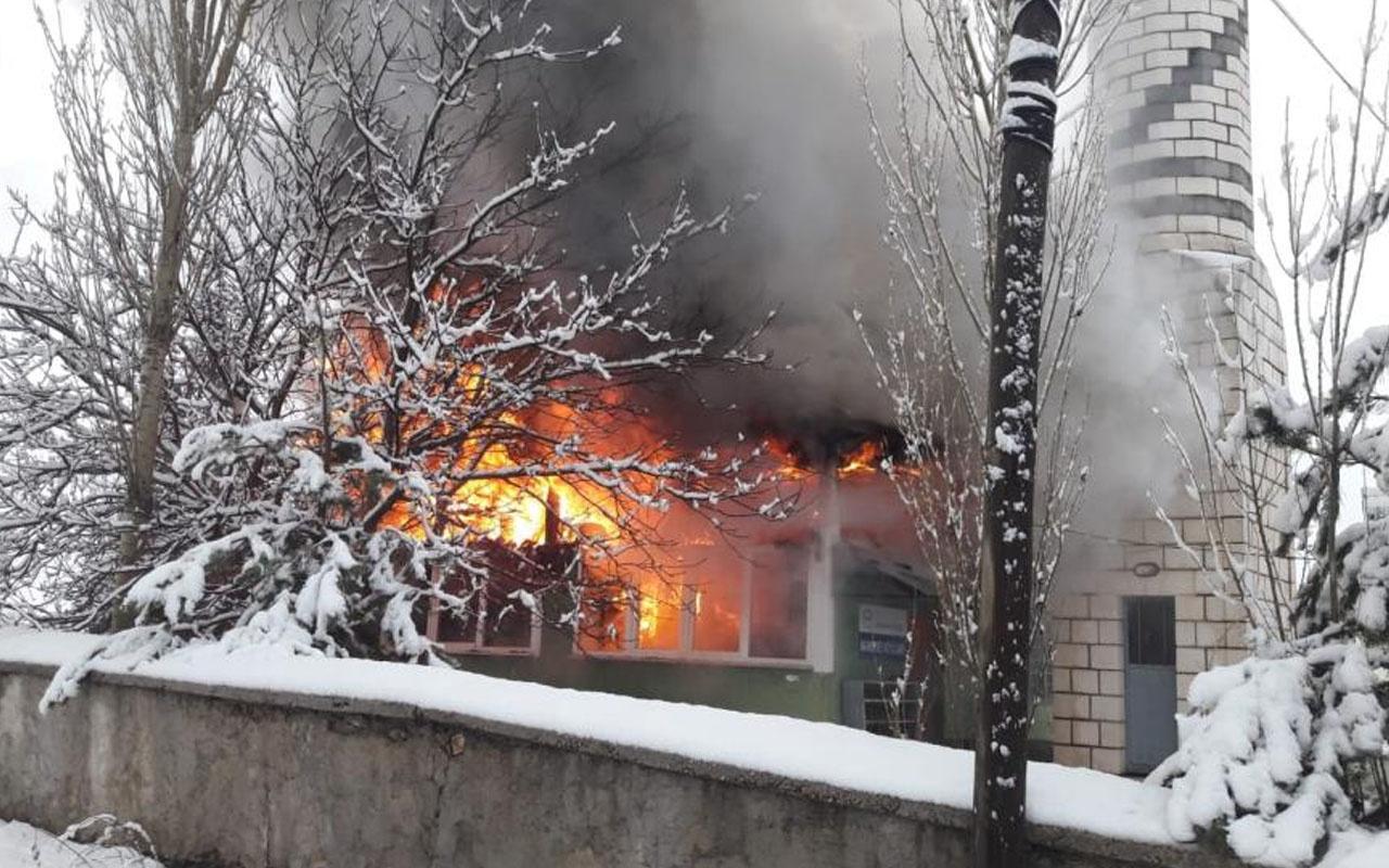 Kahramanmaraş'ta yangında kullanılamaz hale geldi! Camideki Kur'an-ı Kerim'ler yanmadı