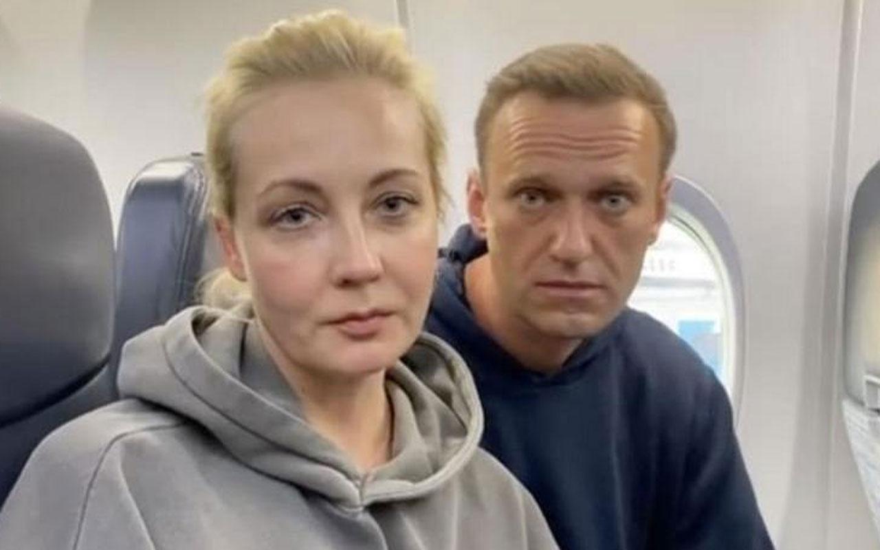 Rus muhalif Aleksey Navalnıy ülkeye dönüyor