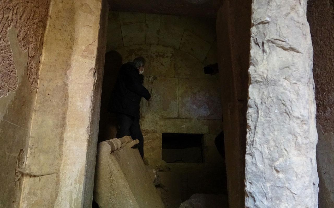 İznik'teki 2500 yıllık mezar oda gizemini koruyor! Adaklar ve altın yüzük bulundu