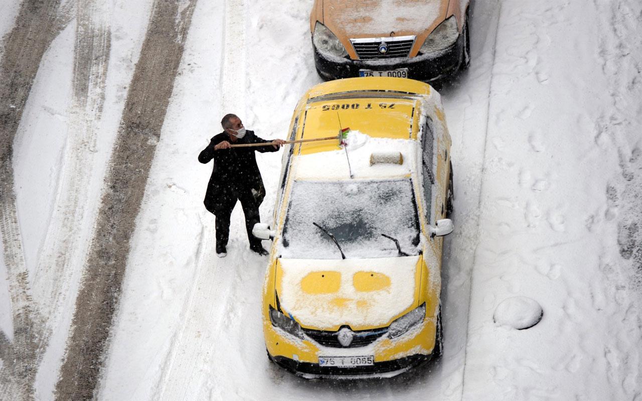 Ardahan'da kar yağışı ulaşımı aksatıyor