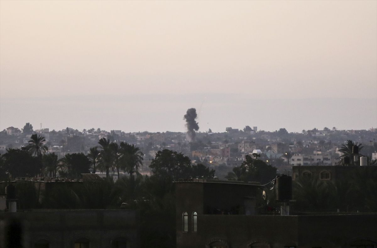 İsrail, Gazze Şeridi'ne hava saldırısı düzenledi! Şehirden dumanlar yükseliyor