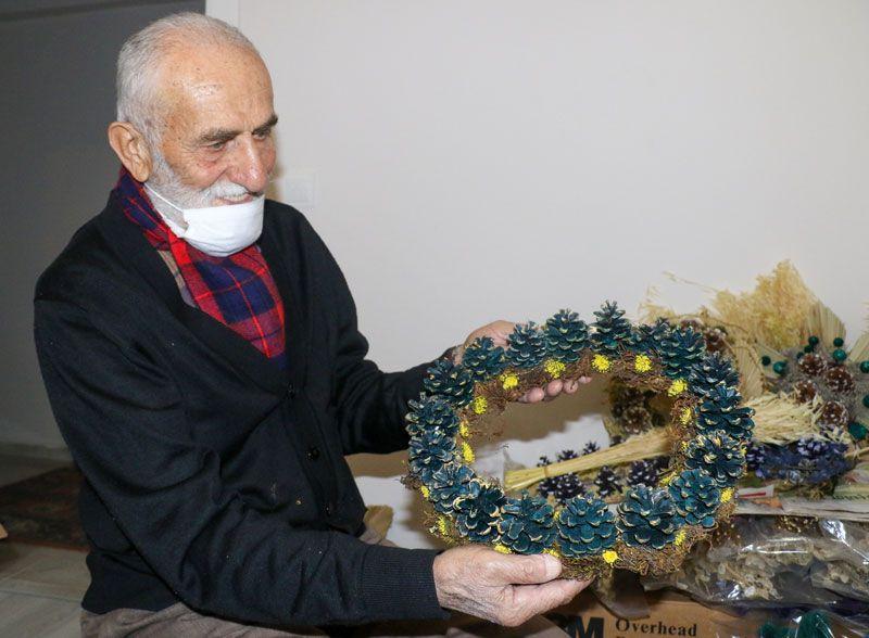 Antalya'da 88 yaşındaki Mehmet dede ormandan toplayıp sanat eserine dönüştürüyor