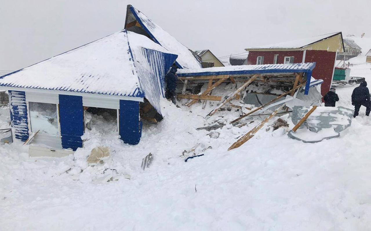 Rusya'da çığ felaketi 1 ölü 12 kayıp