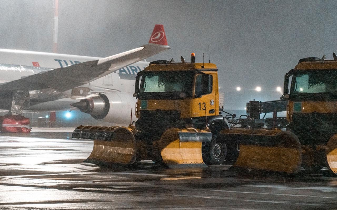 Kar etkisini sürdürüyor! İstanbul Havalimanı'nda tüm pistler açık, uçuşlarda aksama yok