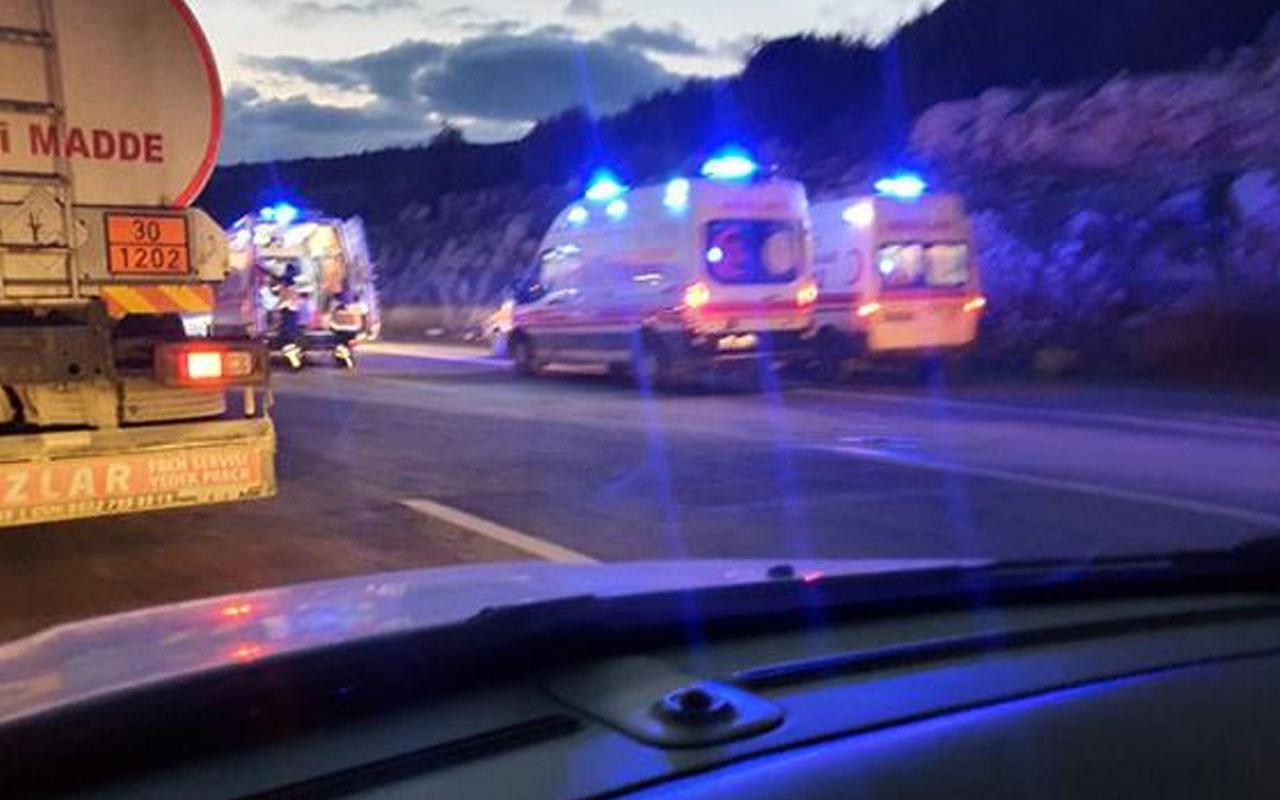 Mersin'de kamyon ve otomobil çarpıştı: 5 ölü