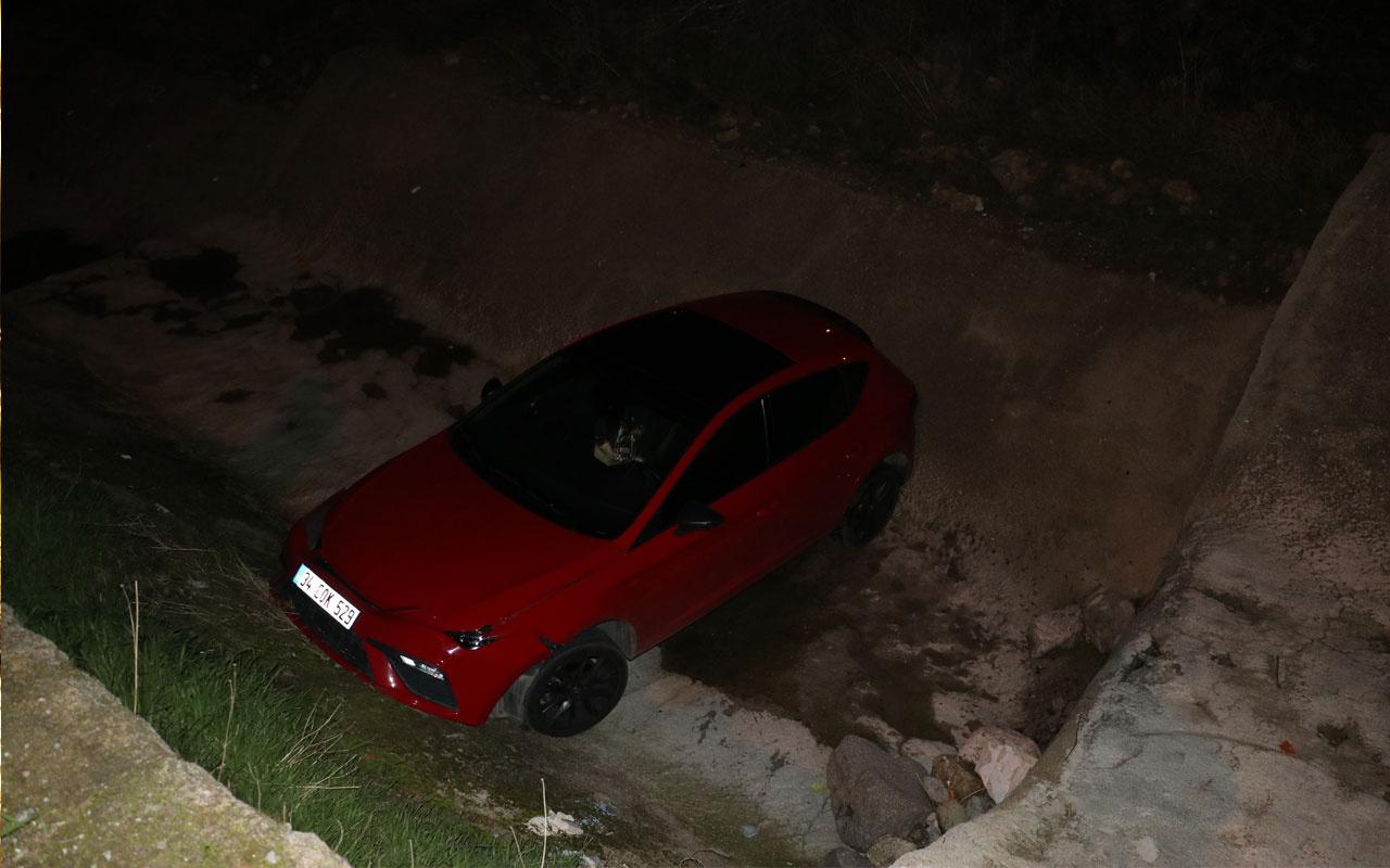 İzmir'de Polisten kaçan 14 yaşındaki sürücü otomobil ile dereye düştü