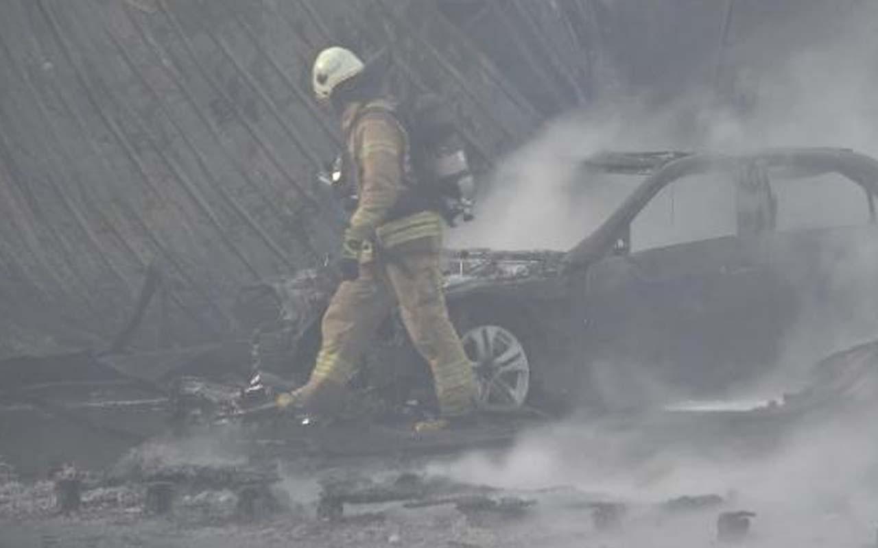 İstanbul'da ayakkabı fabrikasında korkutan yangın: 3 araç küle döndü