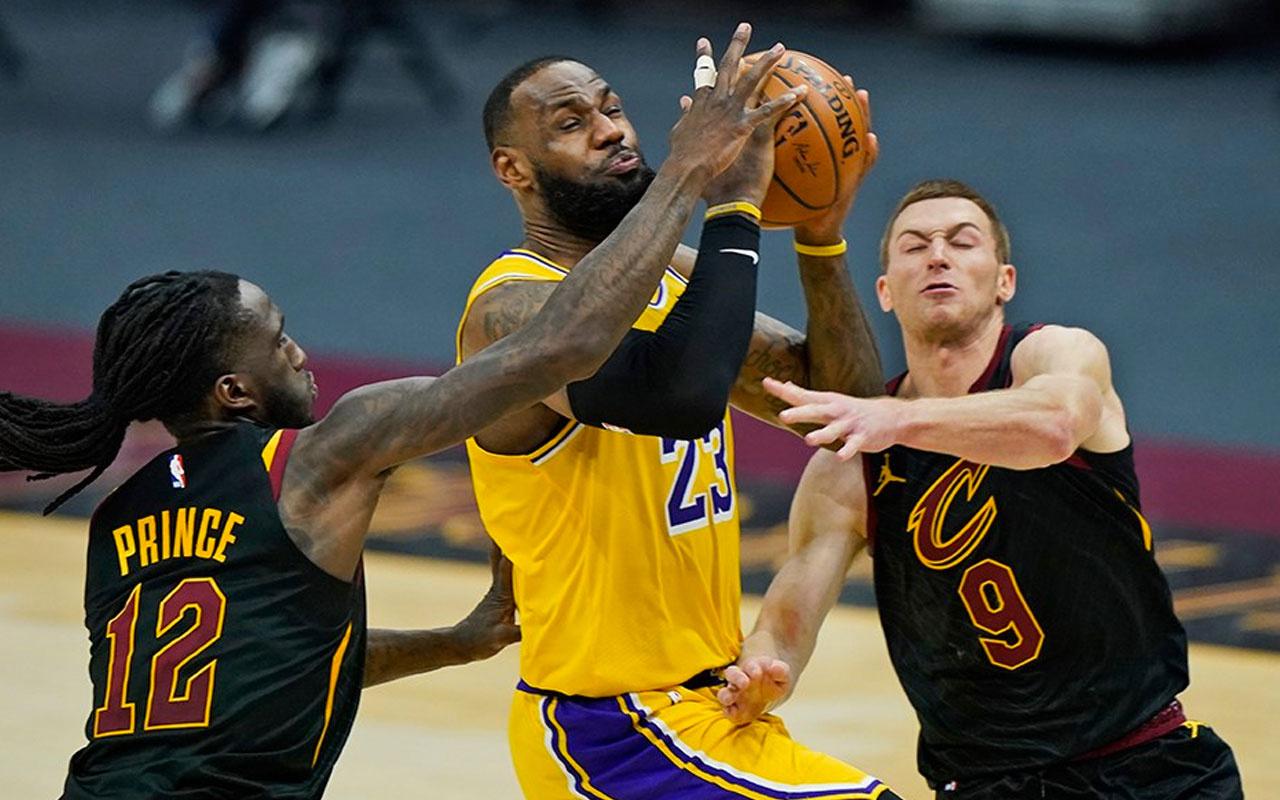 LeBron eski takımı Los Angeles Lakers'a acımadı