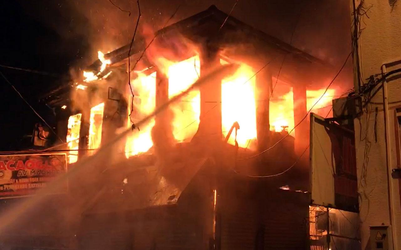 Bolvadin ilçe merkezinde çıkan yangında 10 iş yerinde büyük çapta hasar oluştu