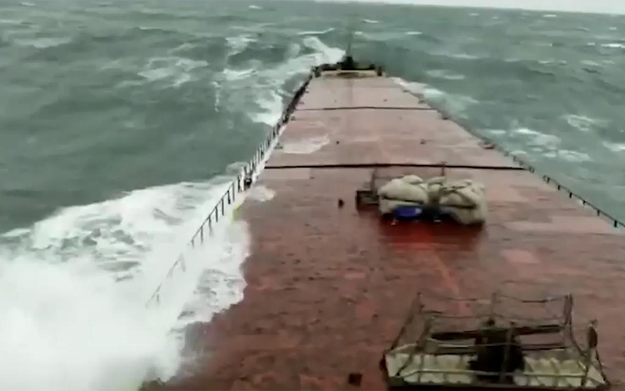 Bartın'da batan geminin kırılma anı ortaya çıktı