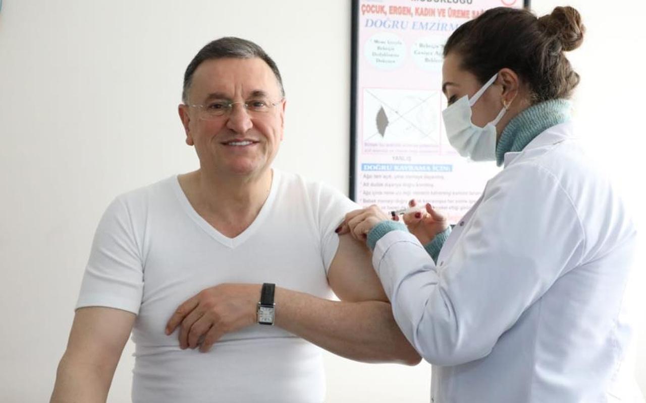 Hatay Büyükşehir Belediye Başkanı Lütfü Savaş korona aşısı oldu: En kötüsünü düşünerek...