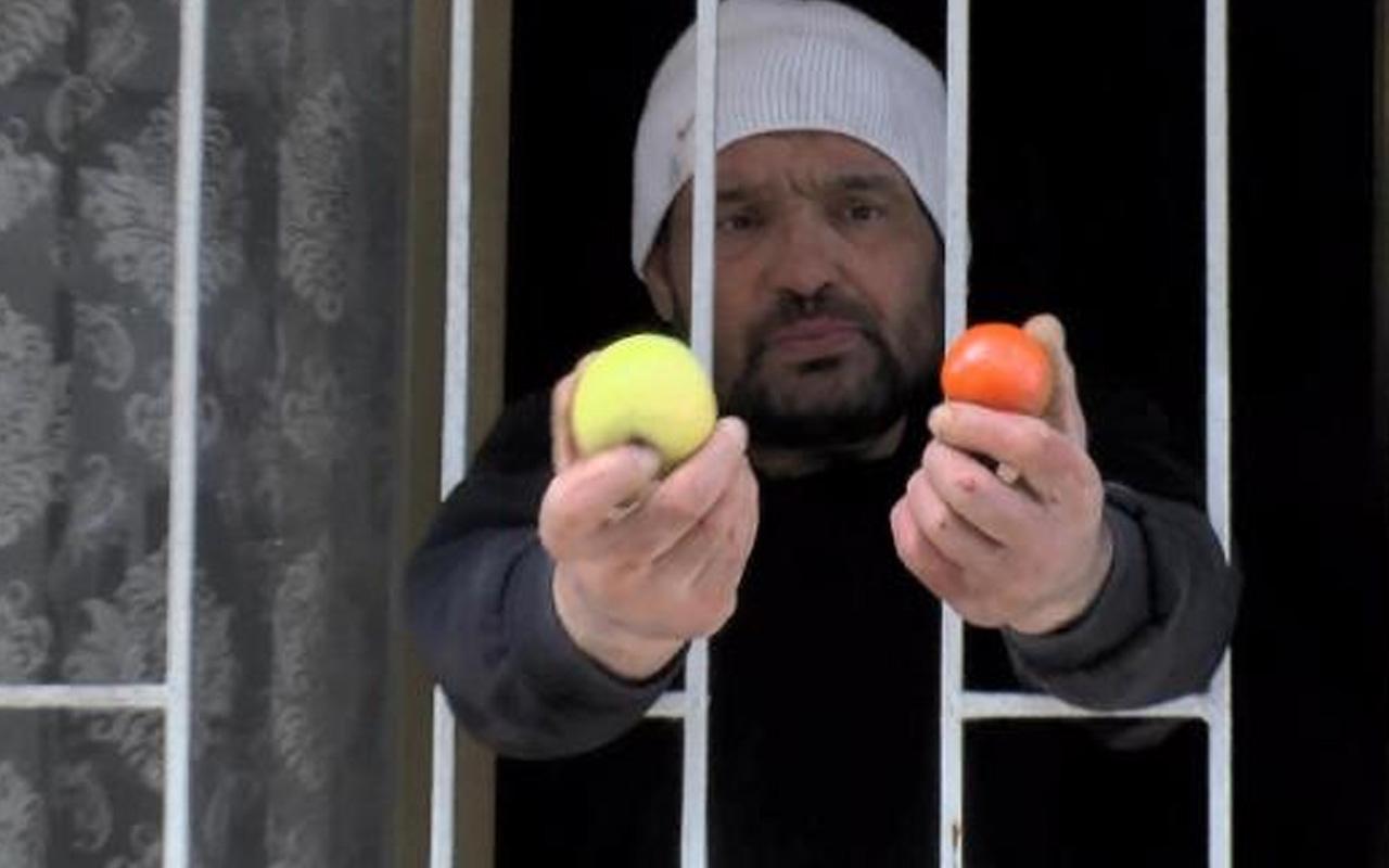 Olay yeri Esenyurt! Arkadaşını bıçaklayan şahıs camdan meyve uzattı