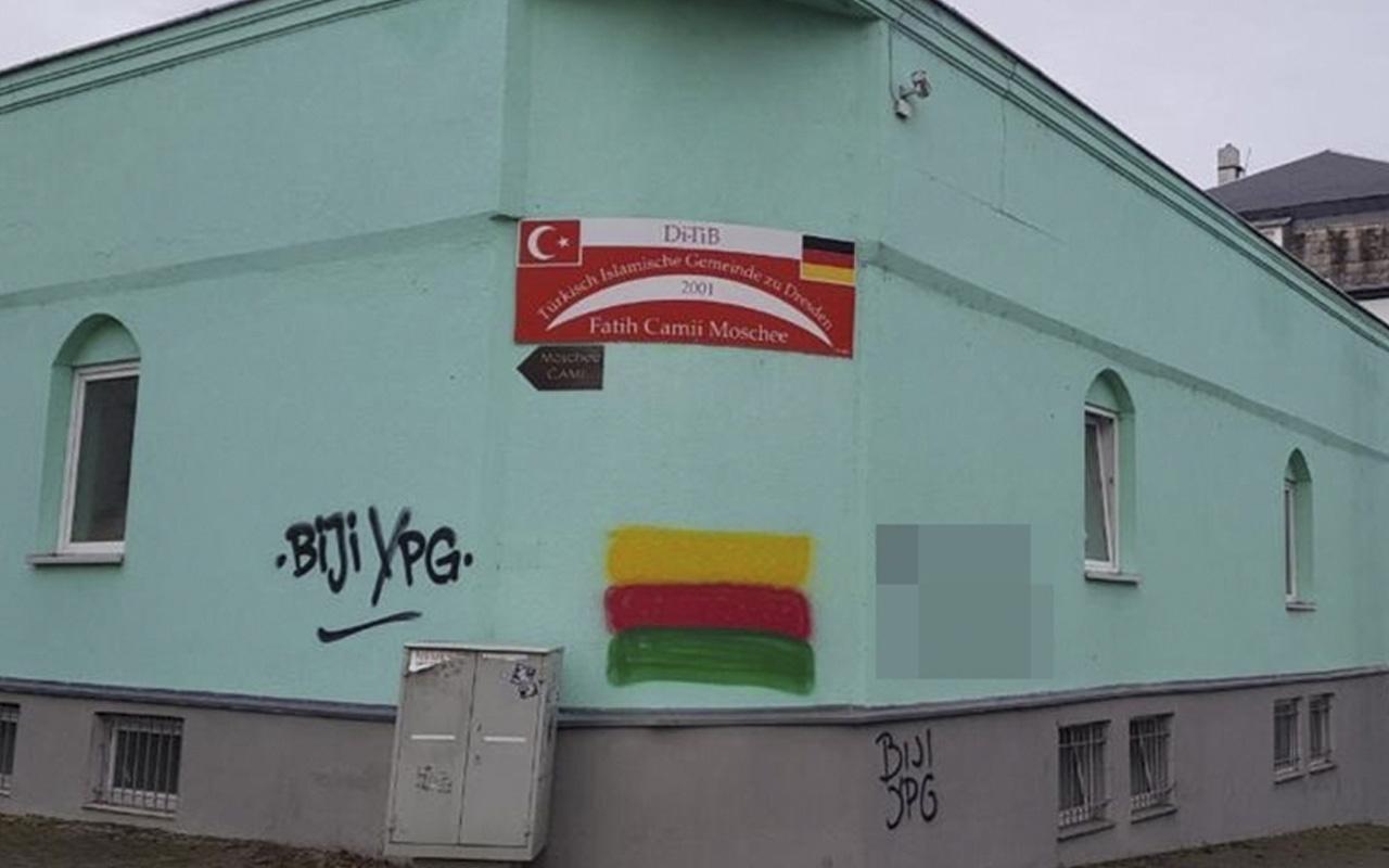 Almanya'da aynı camiye üçüncü saldırı! Terör örgütü yandaşları sloganlar yazdı