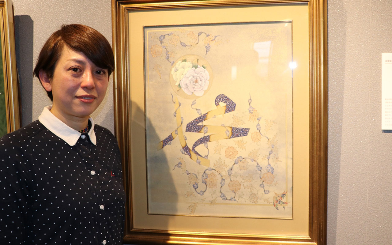 Japon müzehhip Fumiko eserinde Hazreti Muhammed'in ismi ile gül motifini birlikte resmetti