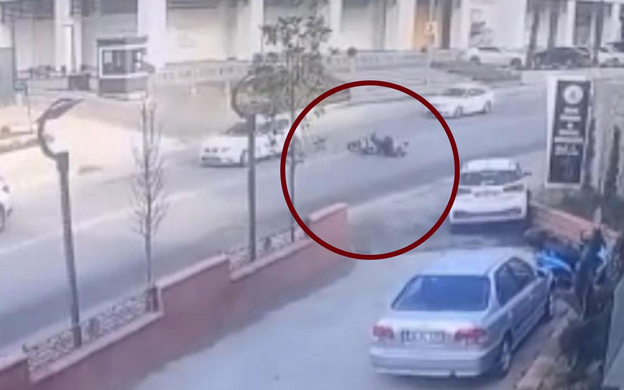 İstanbul'da 30 metre sürüklenip aracın altına girdi! Feci kaza kamerada
