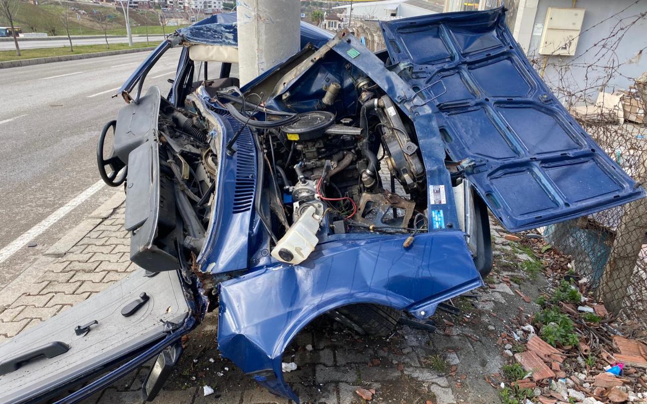 Samsun'da korkunç kaza! Direğe çarptı bu hale geldi: Dede ve torunu...