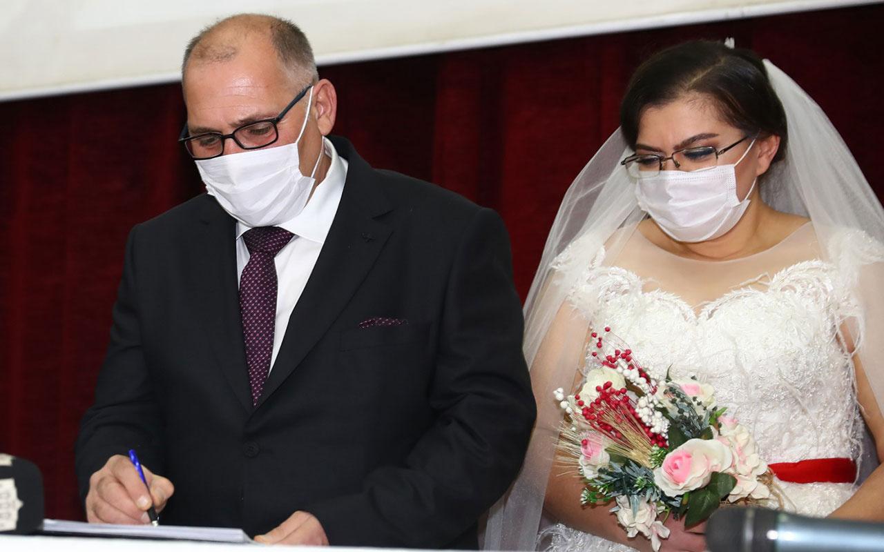Pandemide sığındıkları otelde tanışan çift Bağcılar'da evlendi! Şahitleri Süleyman Soylu oldu
