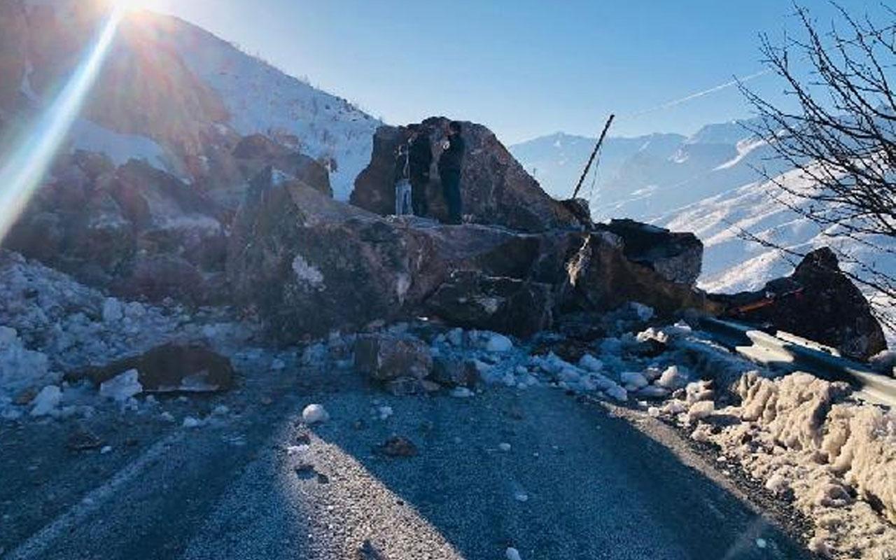 Şemdinli-Yüksekova kara yolu kayaların düşmesiyle ulaşıma kapandı