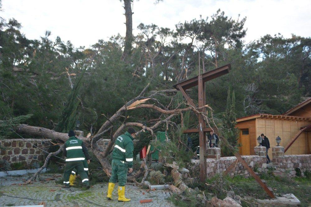 Ayvalık'ta hortum! Tekneler battı araçlar ve evler zarar gördü