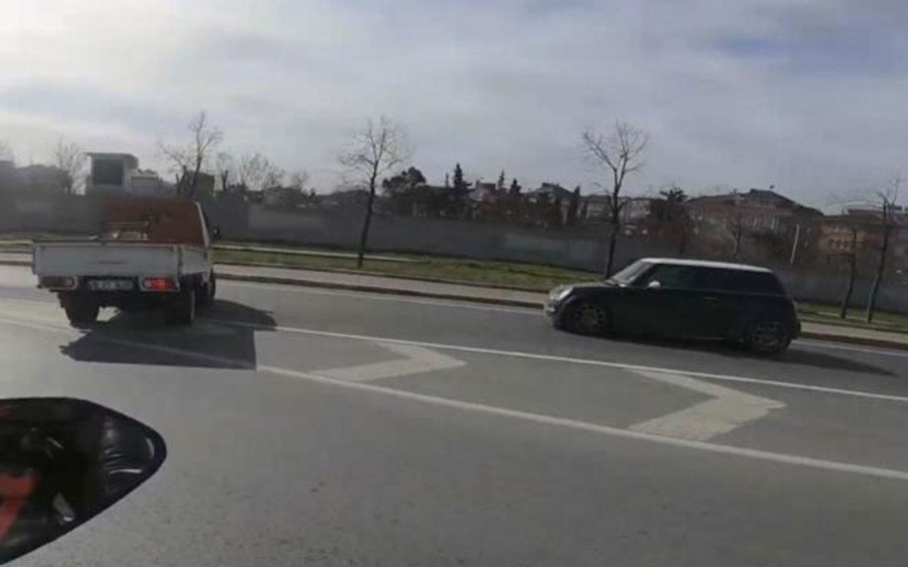 Makas atan magandalar genç kadının önüne kırdı kaza anı kamerada ters yönde böyle kaçtılar