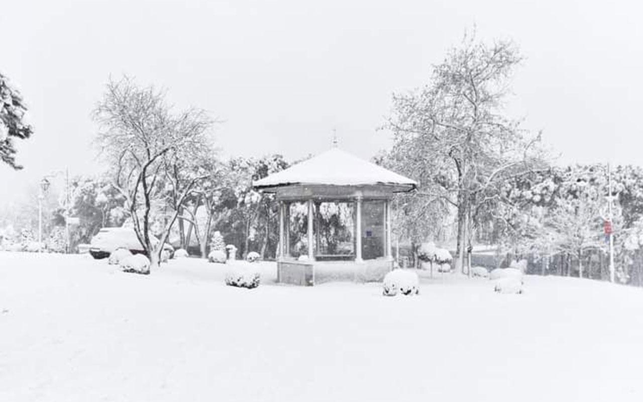 İstanbul'da kar yağışı! Donuyoruz Tulpar fırtınası İstanbul'u esir alıyor