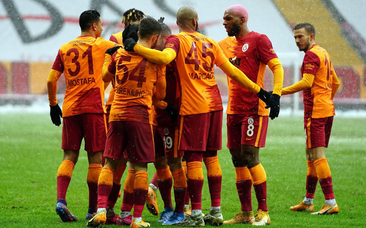 Galatasaray zorlu zeminde Kasımpaşa'yı devirmeyi başardı