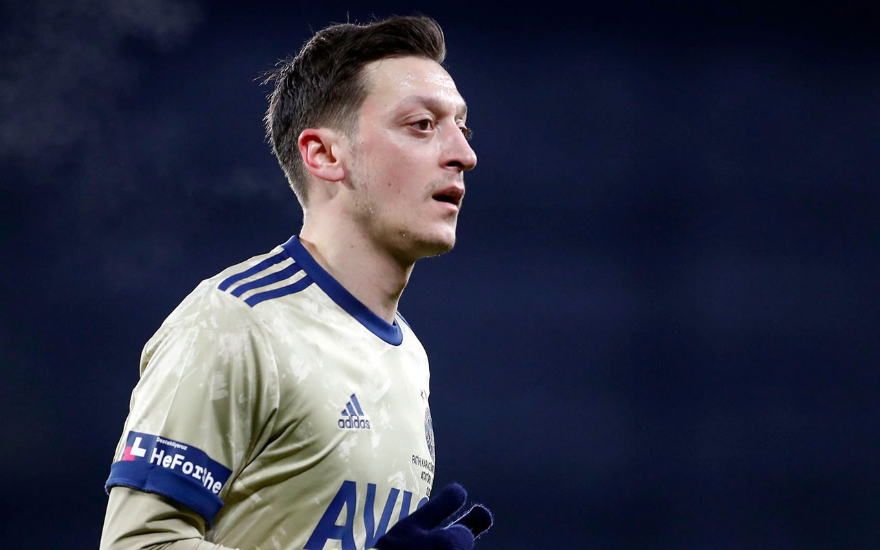 Mesut Özil İngiltere'de gündem oldu! Herkesin ağzı açık kaldı