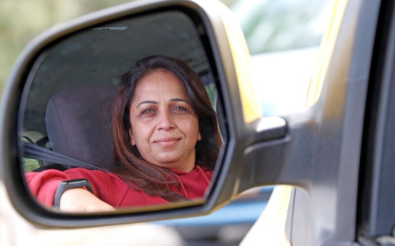 Kadın müşteri 'Sevim Abla'yı tercih ediyor! Fethiyeli karı koca aynı durakta taksicilik yapıyor