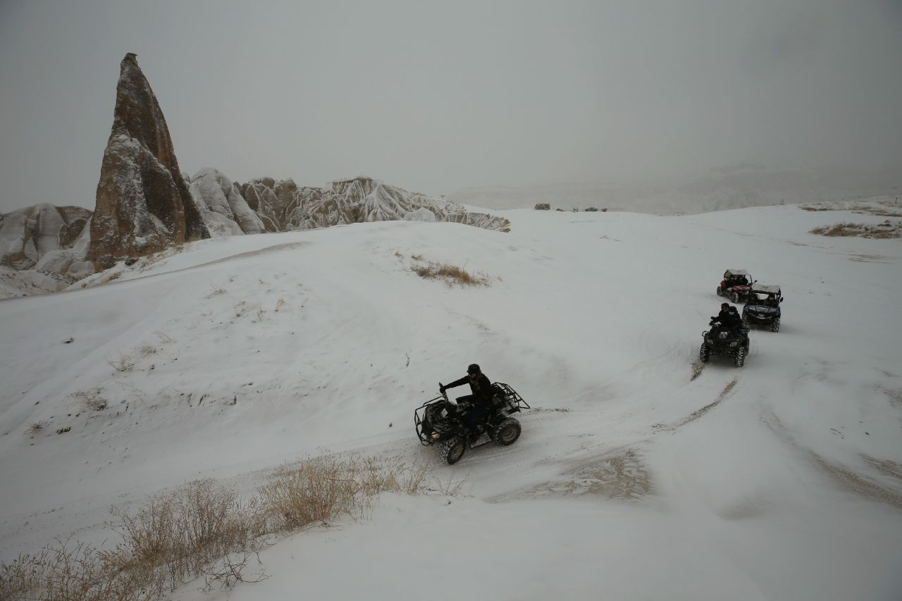 Nevşehir'de kar yağınca Kapadokya'da tablo gibi fotoğraflar ortaya çıktı