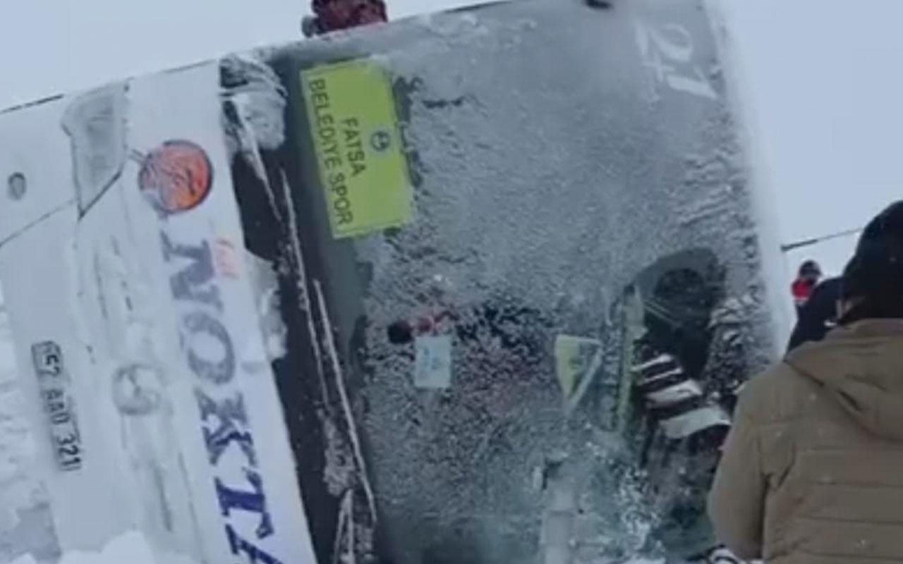 Kırıkkale'de futbolcuları taşıyan otobüs devrildi