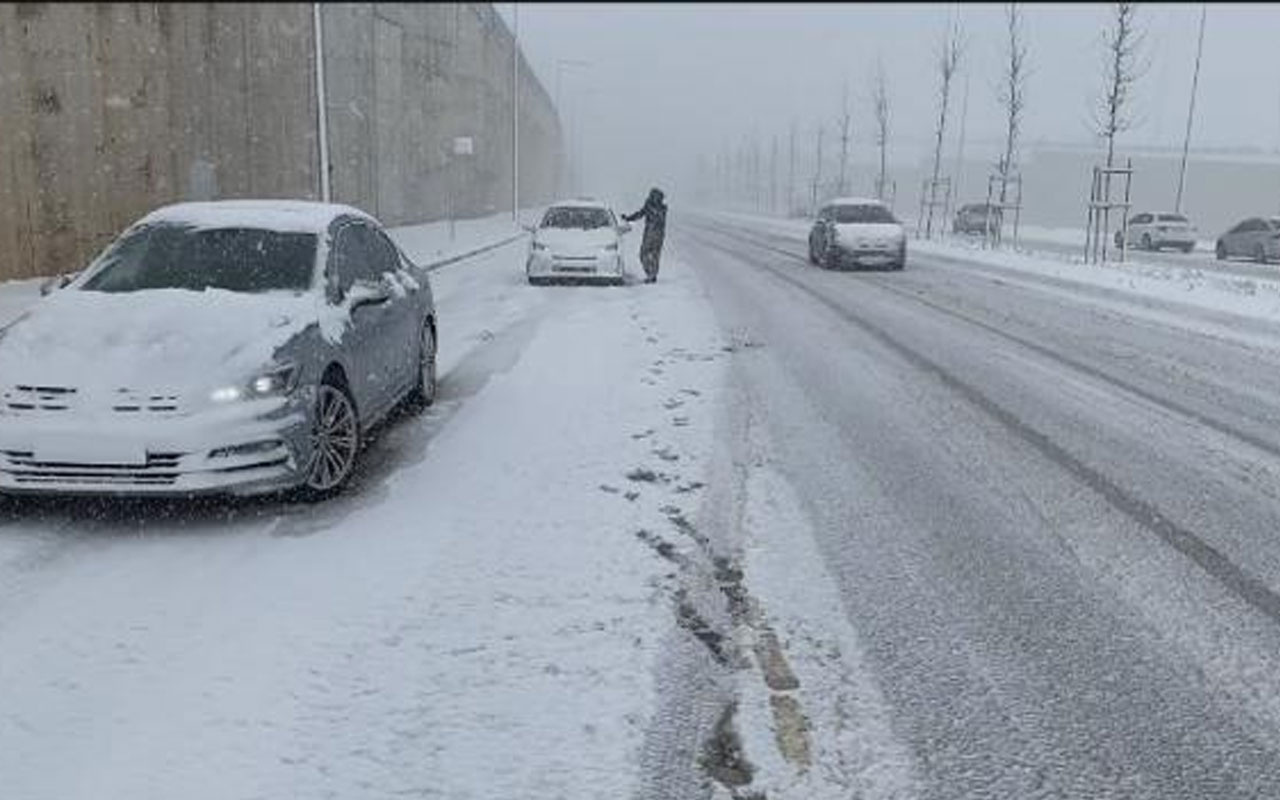Tuzla'da ulaşıma kar engeli! Çok sayıda araç yolda kaldı