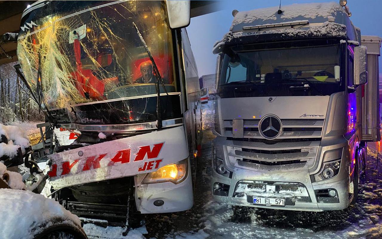 Sakarya'da 2 otobüs ve TIR birbirine girdi: Çok sayıda yaralı var