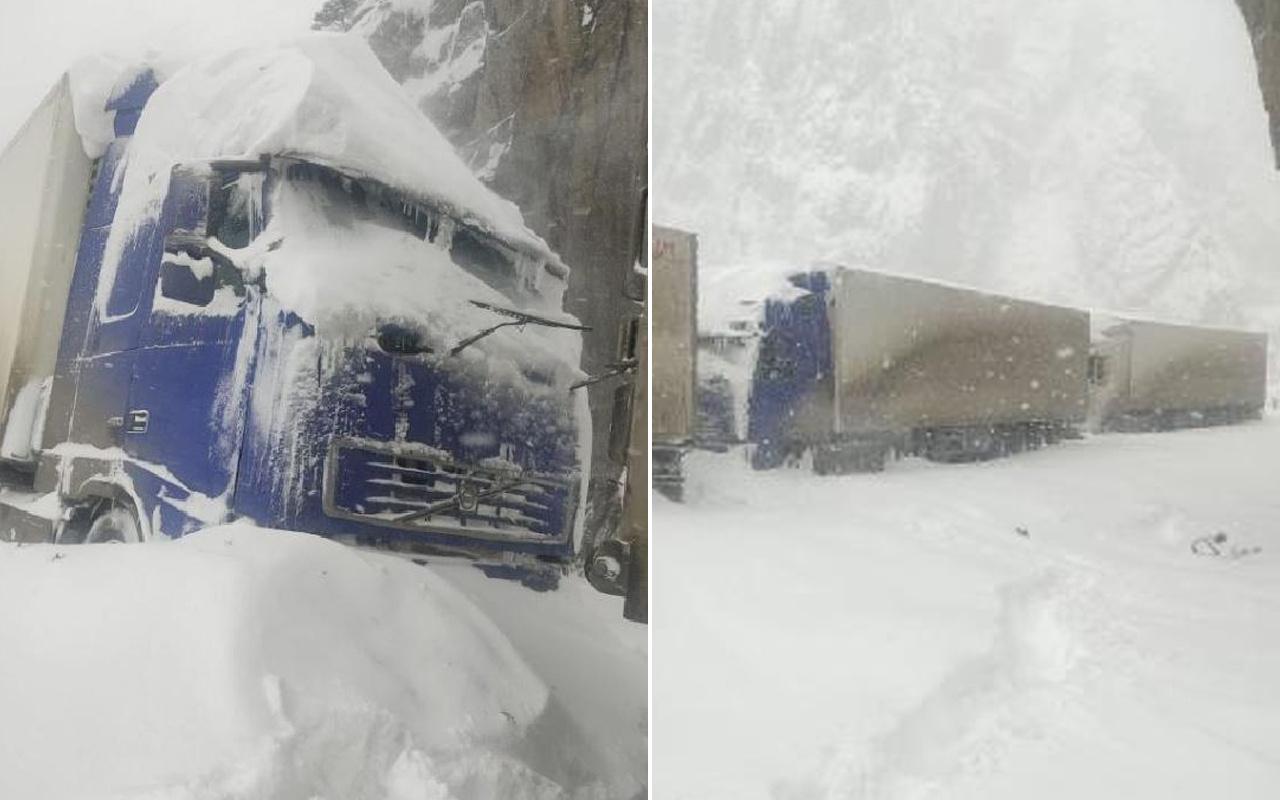 Rusya'da otoyola çığ düştü! Türk şoförler mahsur kaldı
