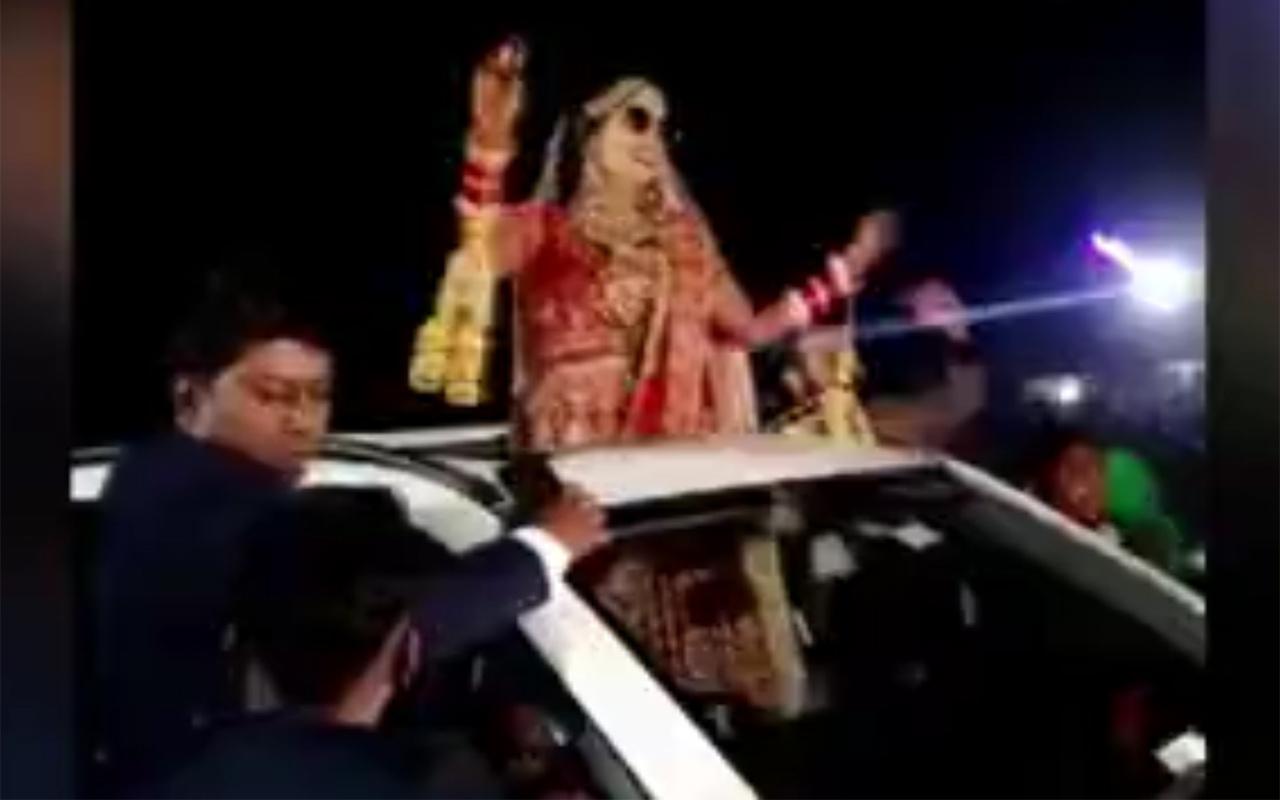 Hindistan'da düğün konvoyundaki feci kaza anı kamerada