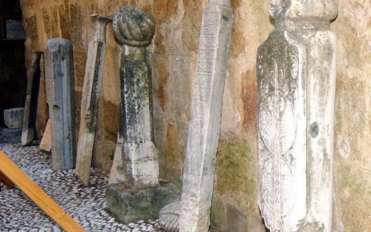 Yunanistan Selanik'te Osmanlı mezarlarını iş makineleri ile ortadan kaldırdı