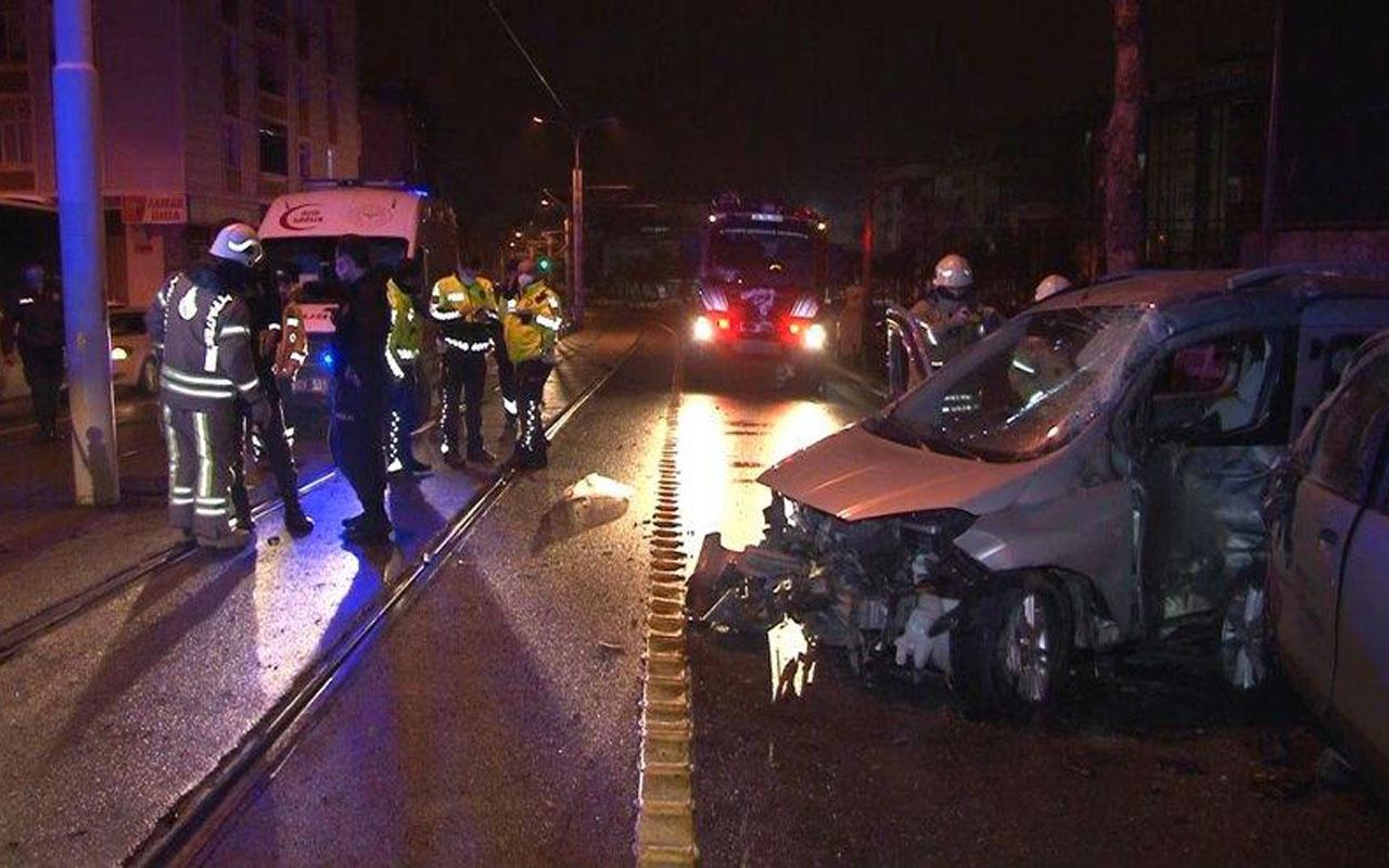 Tramvay yolunda trafik kazası: 1'i ağır 5 kişi yaralandı