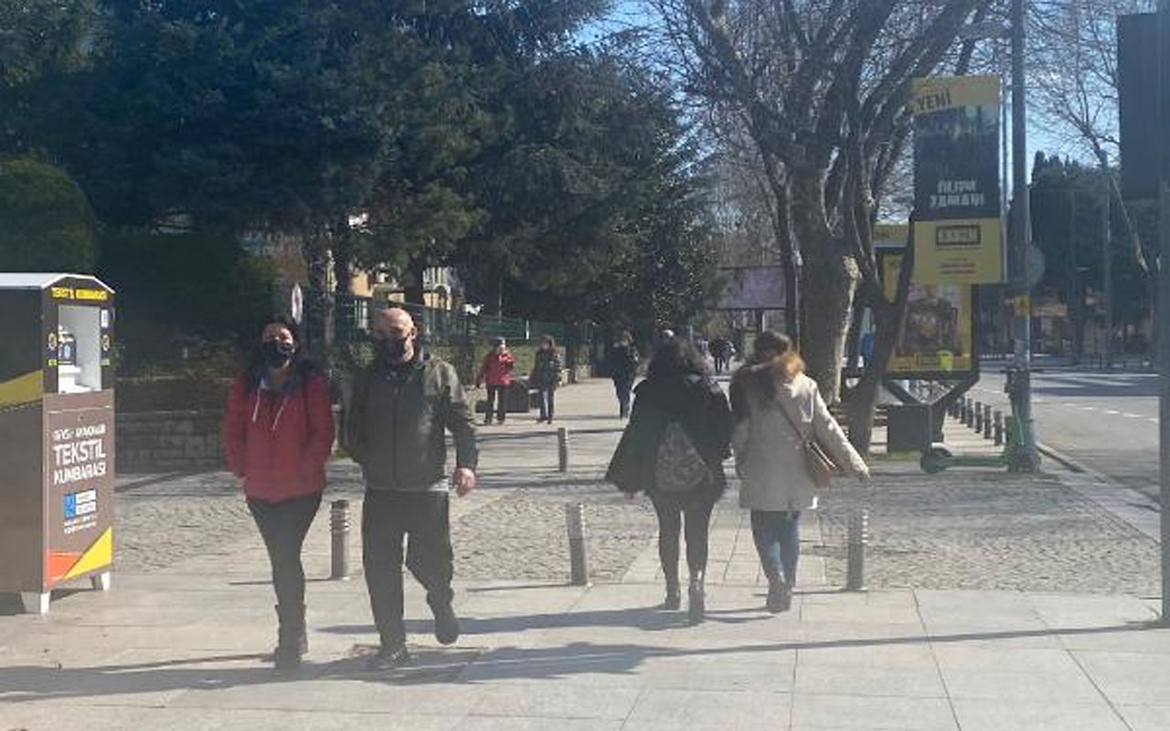 Sanki kısıtlama yokmuş gibi! Kadıköy'de güneşi gören kendini sokağa attı