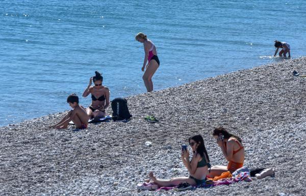 Salgın unutuldu sahiller doldu taştı! Antalya'daki o plaj dünyada listeye girdi