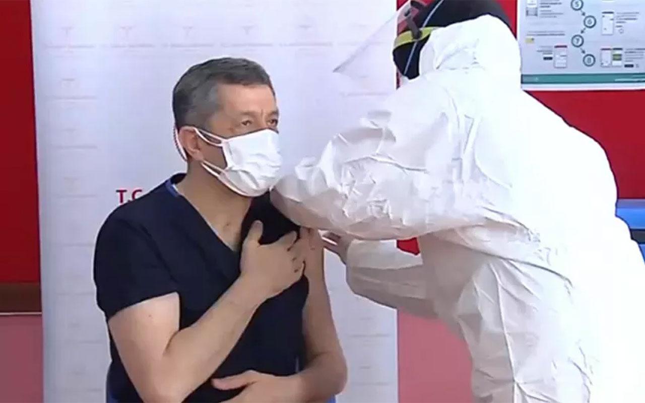 Öğretmenlerin aşılanmasına başlandı! İlk aşıyı Milli Eğitim Bakanı Ziya Selçuk oldu