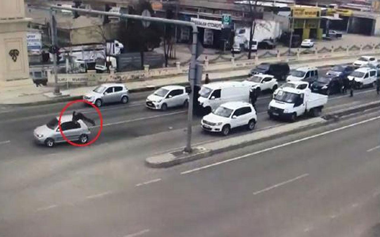 Olay yeri Ankara! 'Dur' ihtarına uymayan ehliyetsiz sürücü polise çarptı