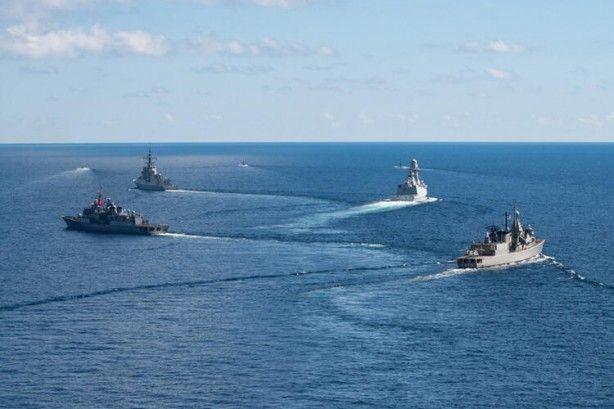 Türk ve Yunan savaş gemileri aynı karede! Hareketli anlar