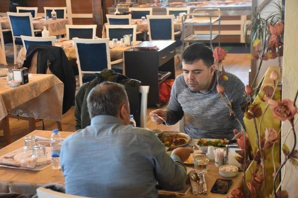 Malatya'da restoran yasağını işte böyle deliyorlar! Dinlenme tesisleri dolup dolup taşıyor