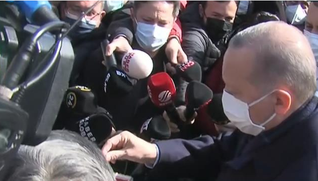 Erdoğan'a Kısıklı esnafından doğum günü sürprizi! Durdurup pasta kestiler