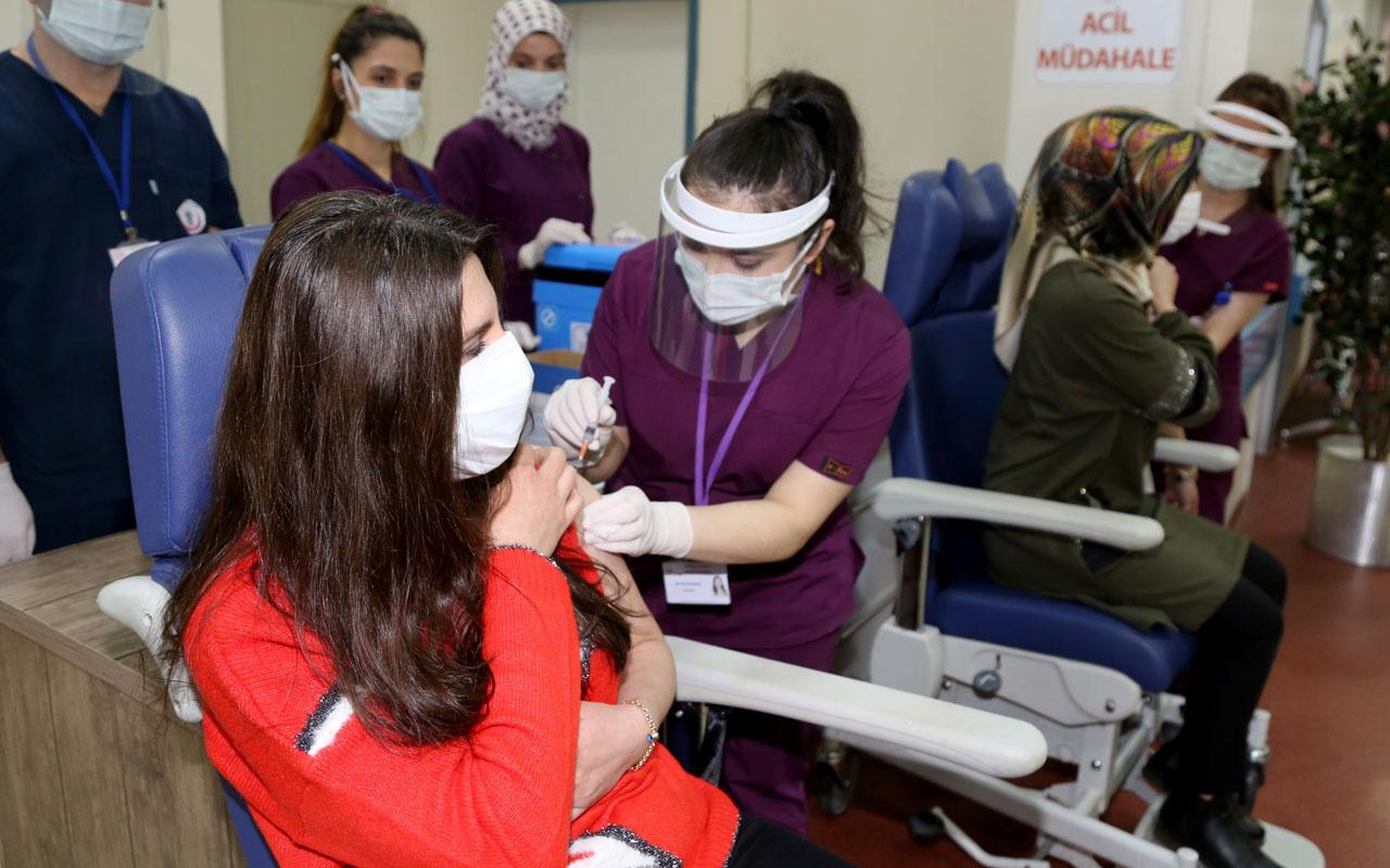 Erzurum'da öğretmenlere CoronaVac aşısının ilk dozu yapılmaya başlandı