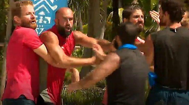 Survivor'da ünlüler ve gönüllüler birbirine girdi büyük kavga çıktı!