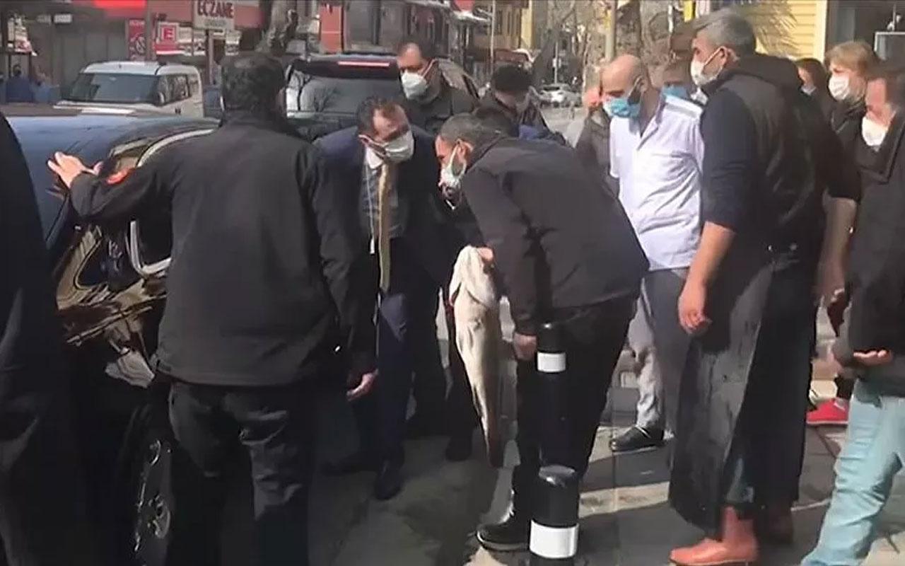 Cumhurbaşkanı Erdoğan, Çengelköy'deki bir balıkçıdan alışveriş yaptı