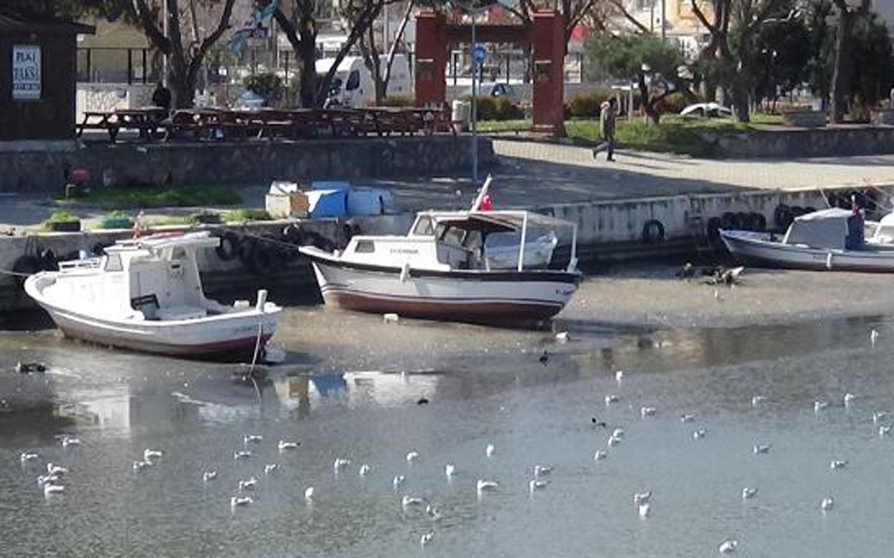 Korkutan görüntü! Çanakkale Sarıçay'da sular çekildi tekneler karaya oturdu