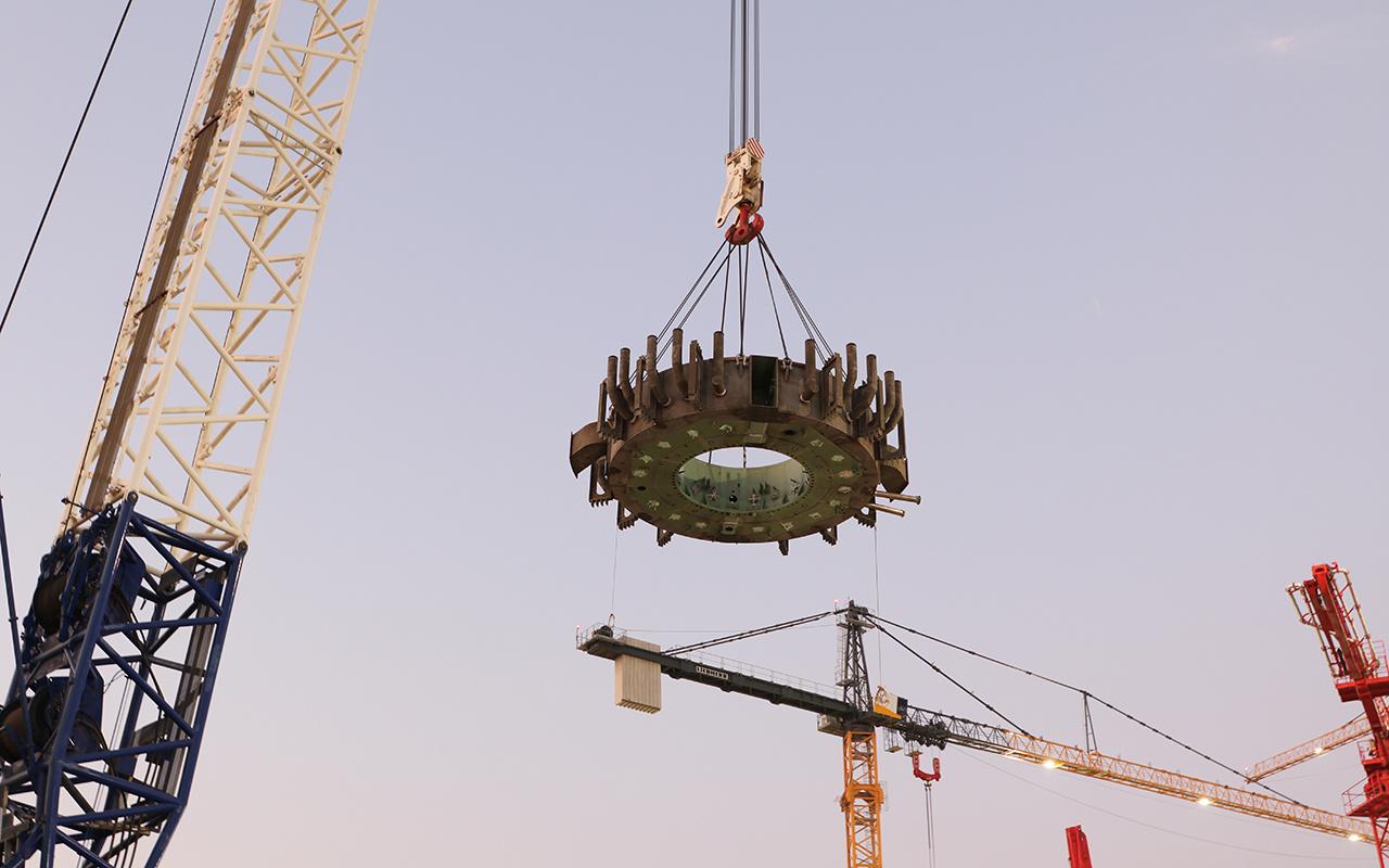 Mersin'de yapımı süren AkkuyuNükleer Güç Santrali'nde ikinci ünitenin konsol kirişinin kurulumu tamamlandı