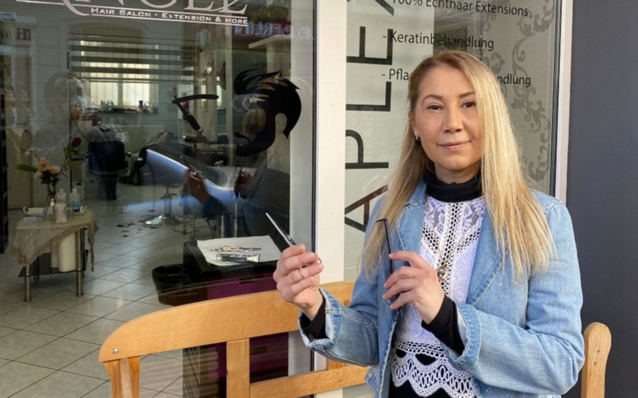Almanya'da kuaför ve berber salonları yeniden açıldı