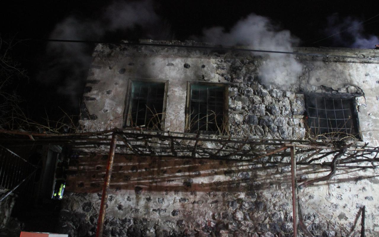 Kayseri'de alkollü bir şahıs evini ateşe verdi